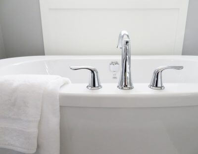 How to clean your bathroom header image, bathtub and taps