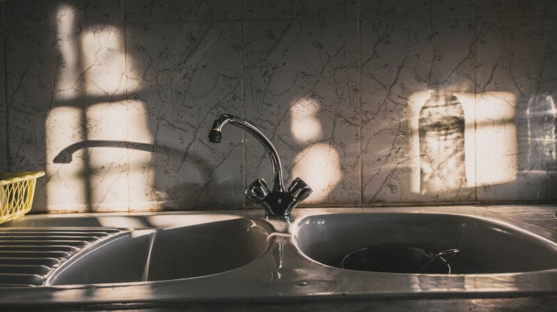 How To Clean The Kitchen Sink - Stainless Steel, White, And Composites